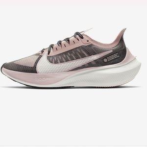 Nike zoom gravity sneaker size 8